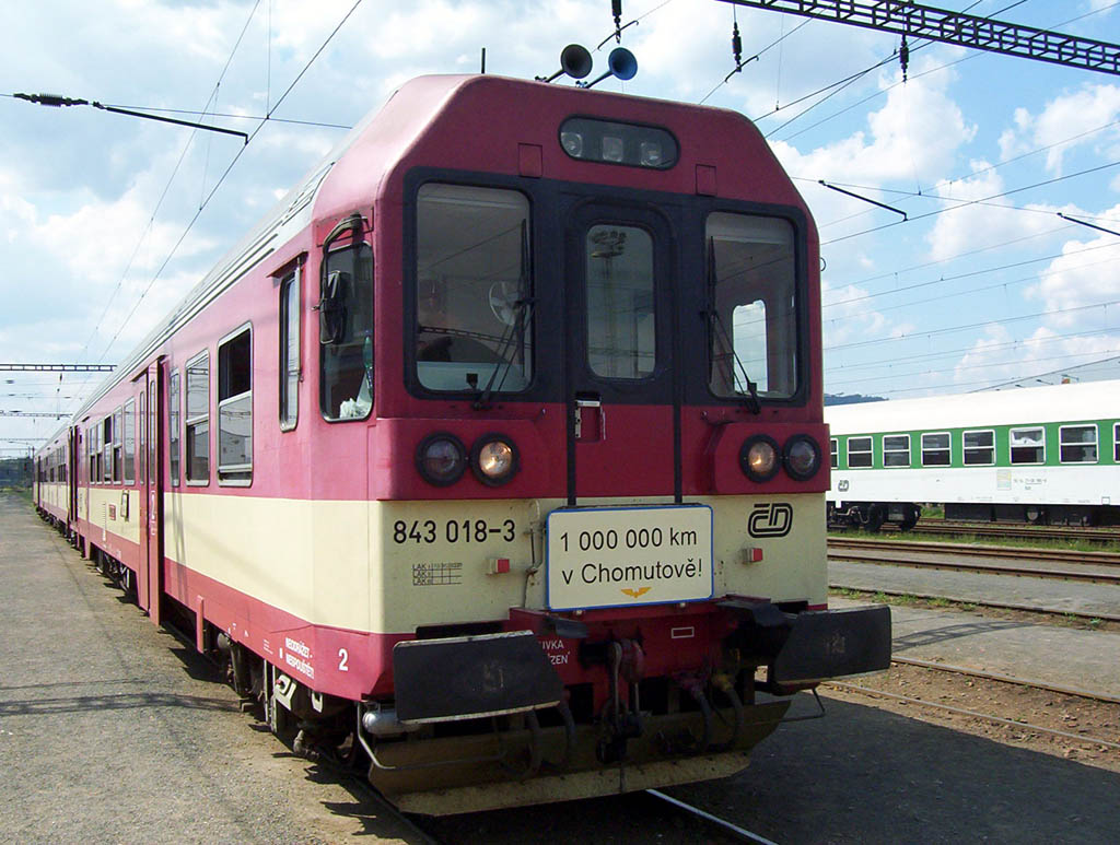 Řada 843 ČD - Motorový vůz 843 018-3 DKV Ústí n/L PJ Chomutov ujel již  milion kilometrů. Stalo se tak dne 2.5.2005 na vlaku R 830 cca.