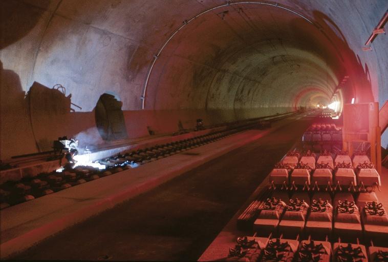 Autonehody v tunelu